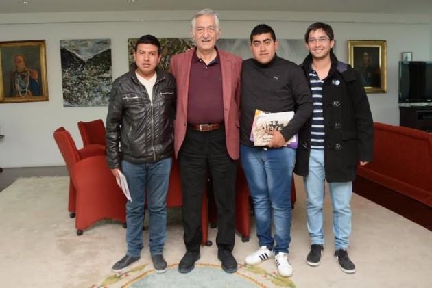 Los jóvenes de la Tupac Amaru y Adriel Cabello se reunieron con el gobernador Alberto Rodríguez Saá.