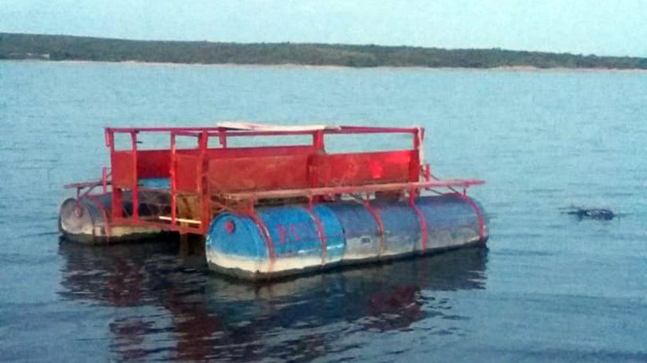 El joven se habría arrojado alrededor de las 15 a buscar un remo que se cayó del bote y se acalambró.