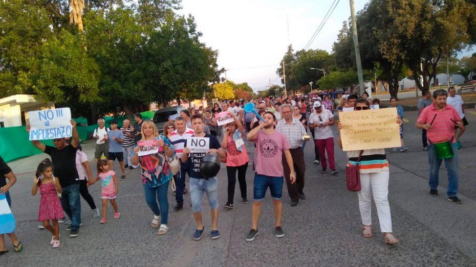 Vecinos de Justo Daract se manifestaron en contra del tarifazo.
